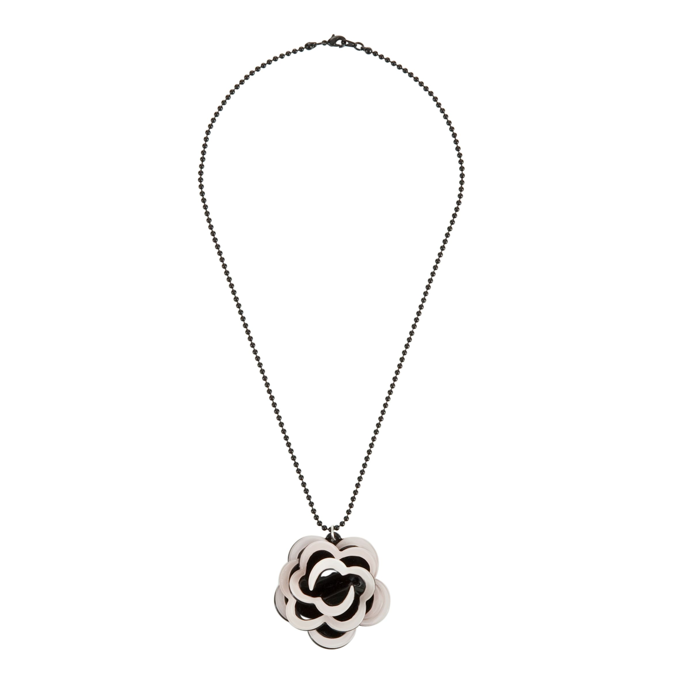 Big BabyTwo Tone Flower Necklace, Nude/Black